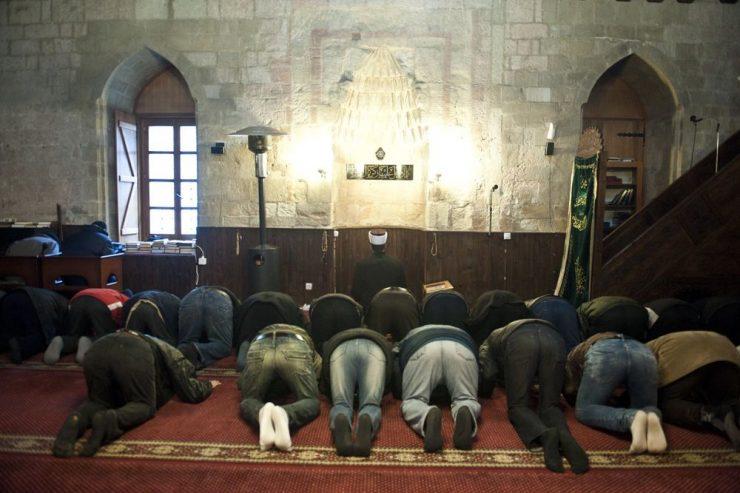 Muslim worshippers urged to respect coronavirus restrictions during Kurban Bajram