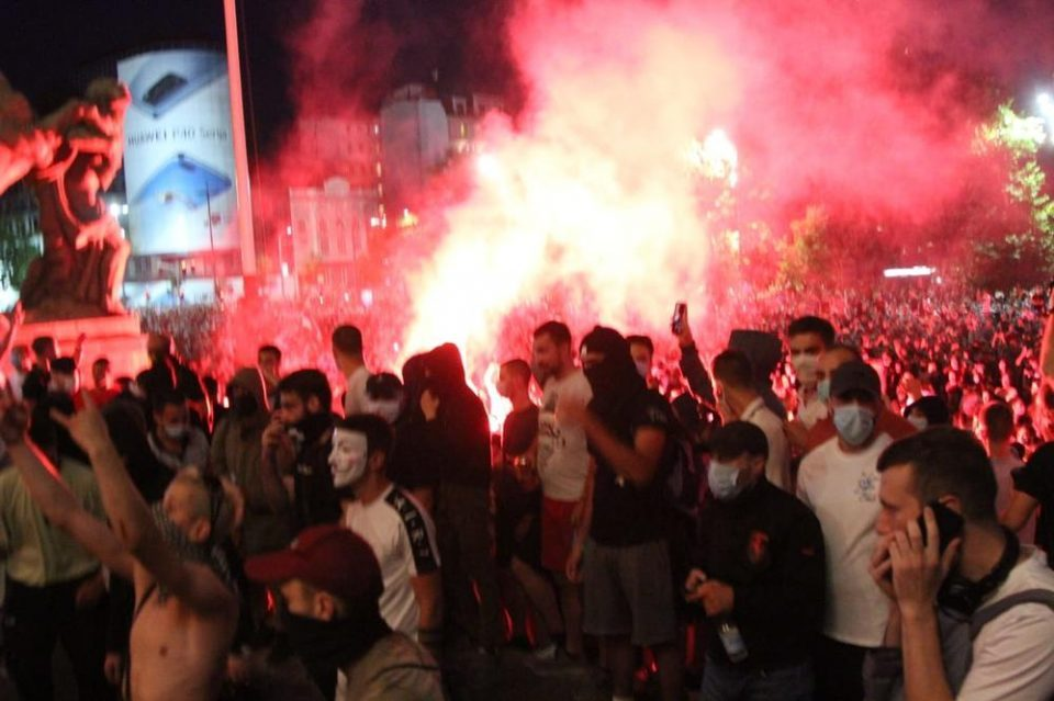 Protesters in Belgrade break into Serbian parliament