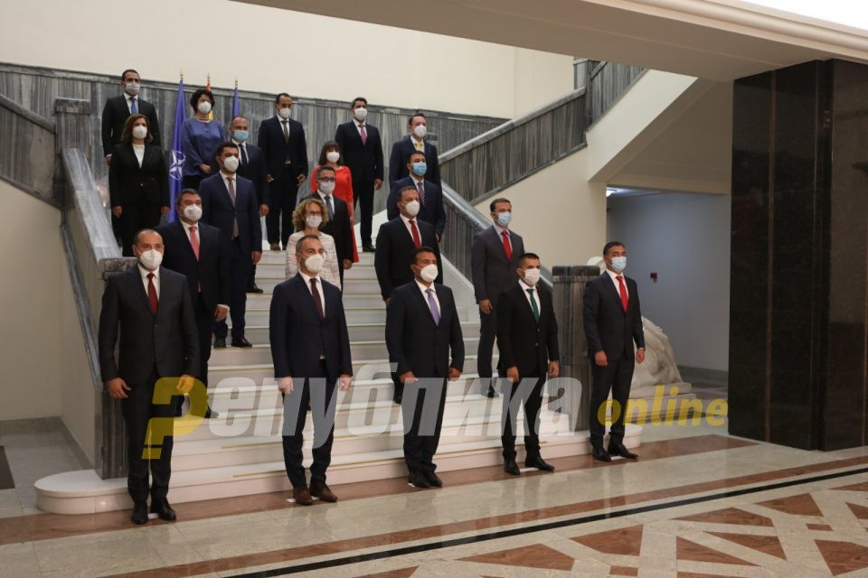 Just before midnight, Parliament narrowly appoints the new Zaev led Government