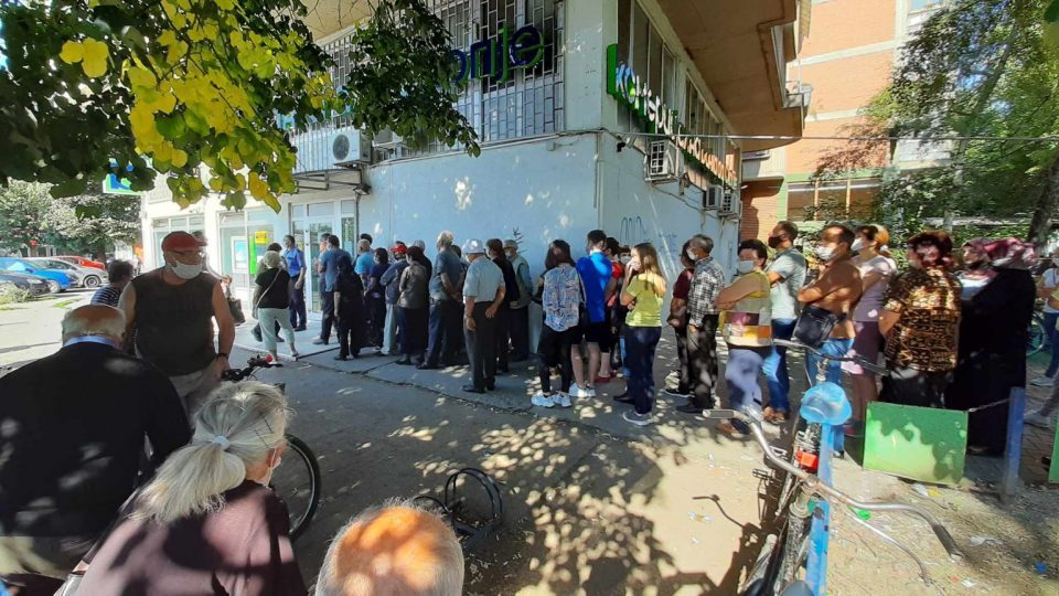 Fleeing Eurostandard Bank customers cause huge crowds in other banks across the country