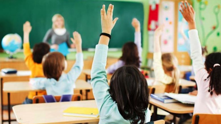 Unsure what to do, Government mulls postponing the start of the school year