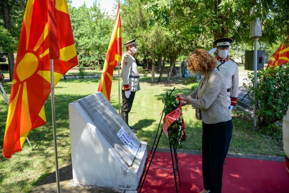 After snubbing the Karpalak commemoration, Sekerinska personally laid a wreath in honor of the soldiers killed in Ljubotenski Bacila