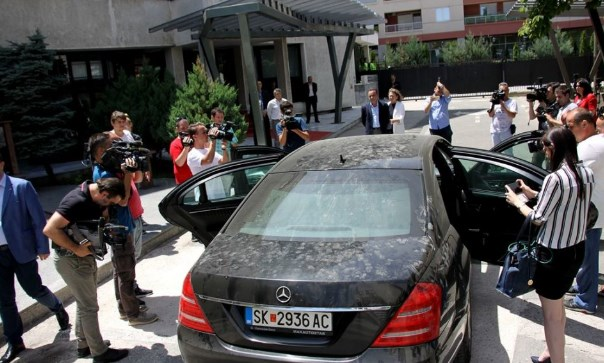 Government agencies spent over eight million EUR for new cars