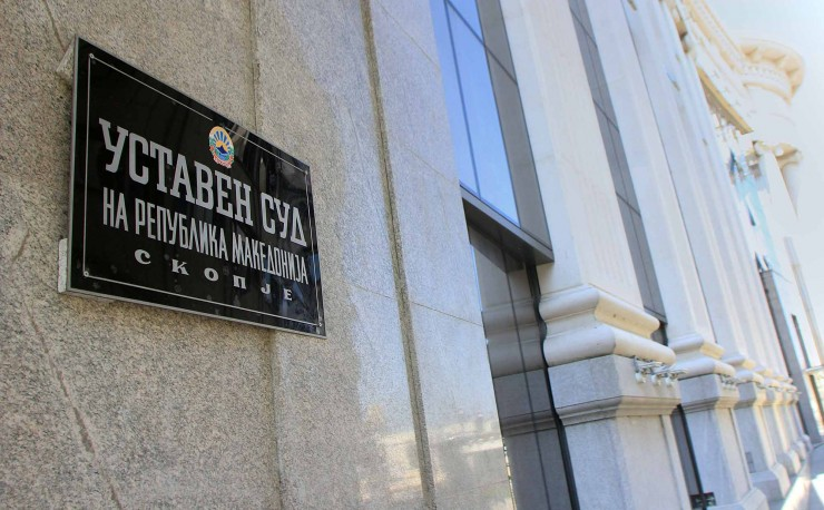 For nine months the Constitutional Court has refused to take up the extensive challenge on the Albanian language law