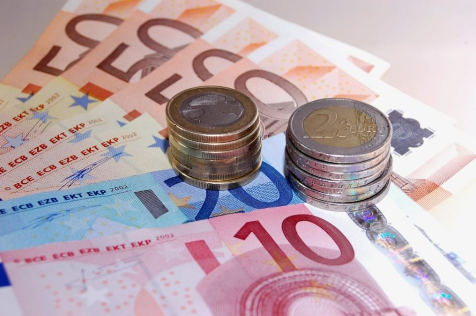 The denar declines slightly against the euro