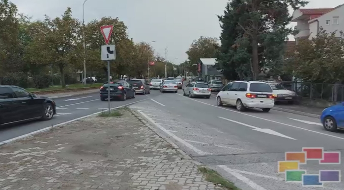 Long lines of cars around the Skopje cemetery as hundreds come to pay final respects to Amdi Bajram