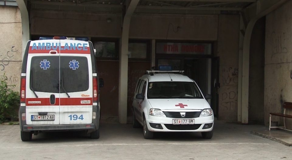 Covid-19 patients in Stip can't get the badly needed oxygen, are forced to share breathing masks - Republika English