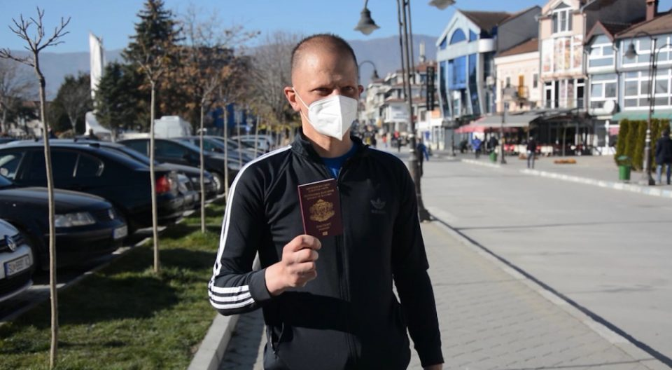 Man from Struga gives up his Bulgarian citizenship in protest