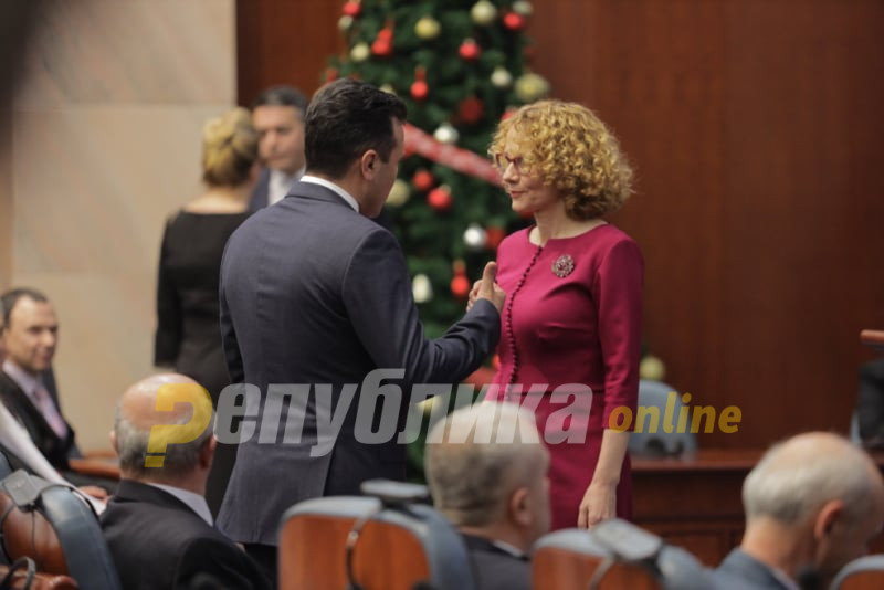 As much of the party turns against him, Sekerinska stands by Zaev