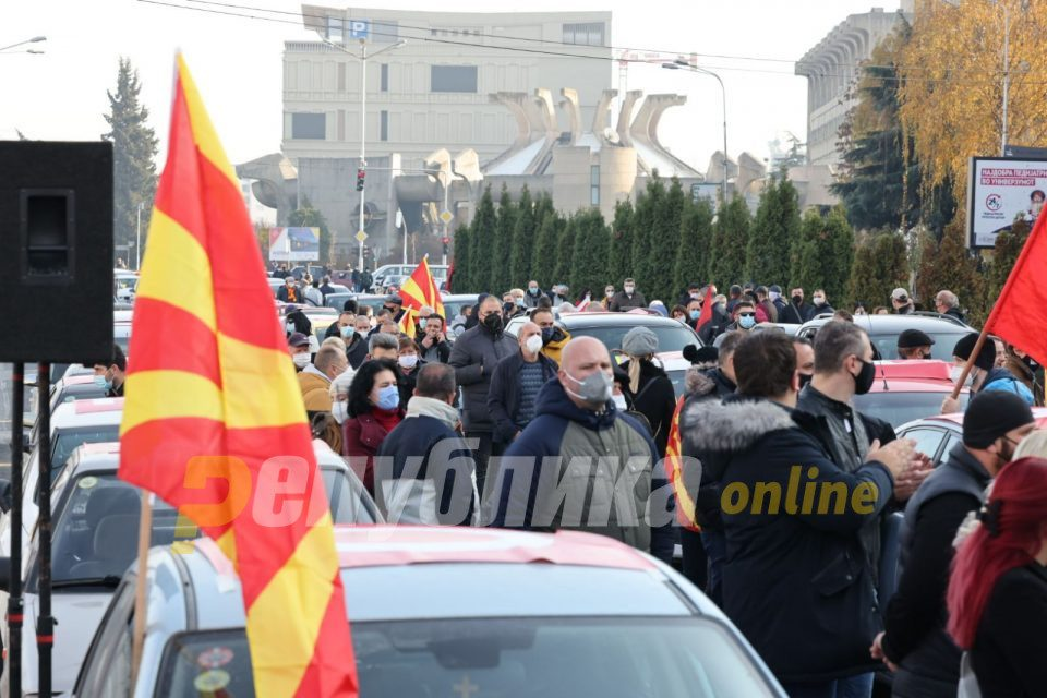People take to the streets, demand Zaev's resignation (photo gallery)