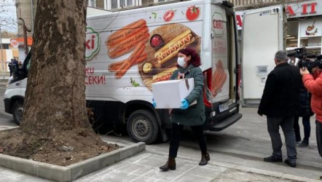 Scandal in Bulgaria: Covid-19 vaccines transported by hot dog trucks