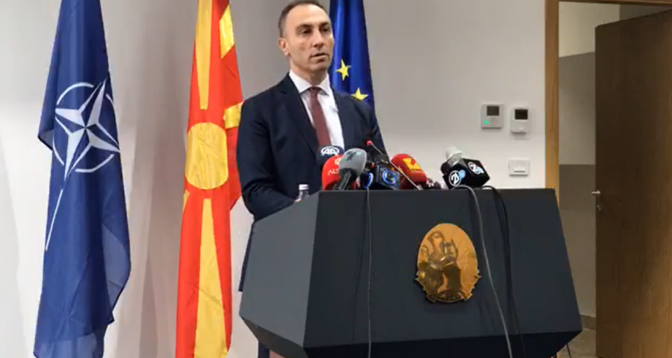 Over 1,300 Albanians given no-show public sector jobs are ordered to actually begin going to work