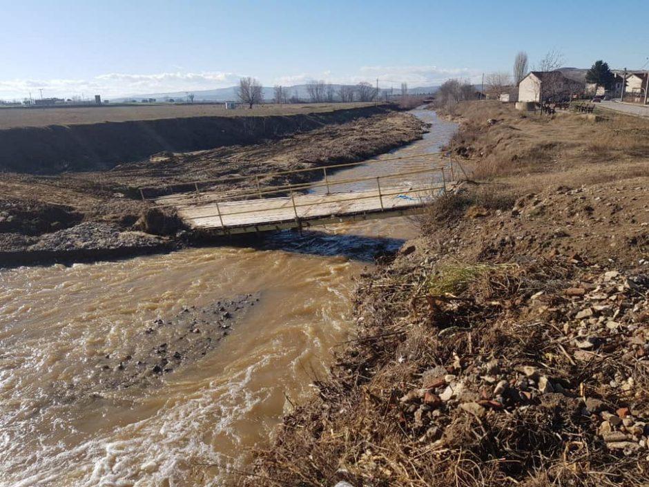 Pedestrian bridge washed away in Karbinci