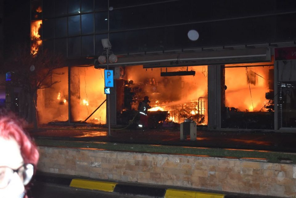 Major fire in the Global shopping mall in Strumica