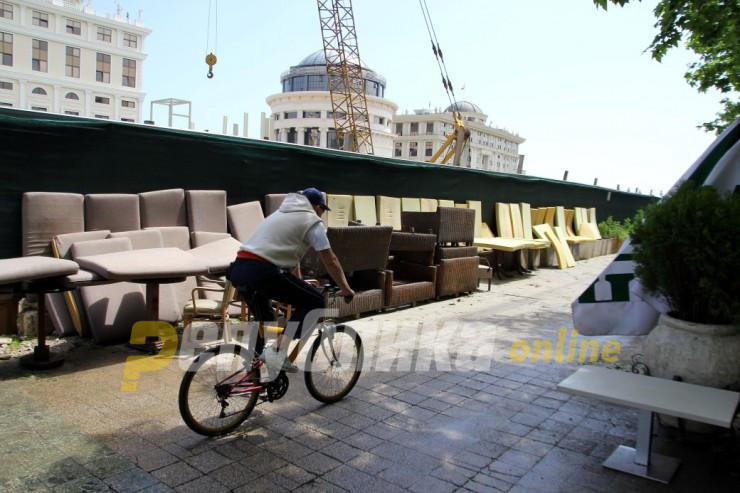 Mayor Silegov plans to rearrange Skopje's most popular quay and restaurant area