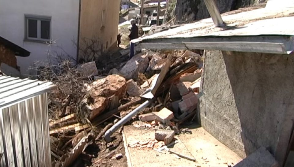 Family from Struga narrowly survived a rockslide that collapsed on their house
