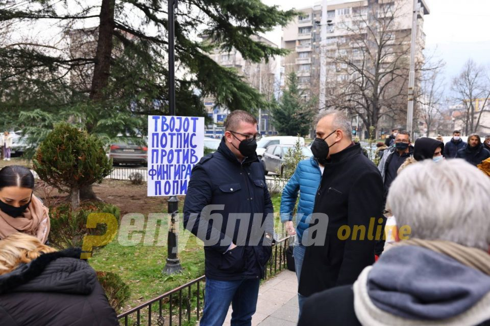 Mickoski: Thousands of citizens of Macedonia put their signatures against Zaev's falsifying census