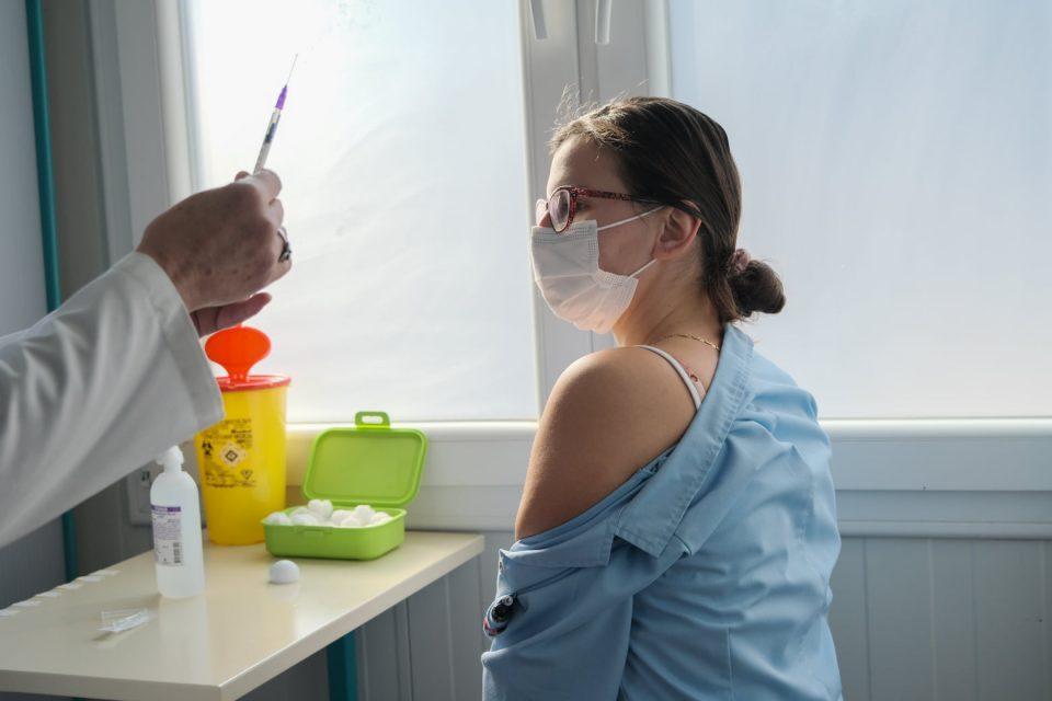 1040 healthcare workers receive COVID-19 vaccine so far
