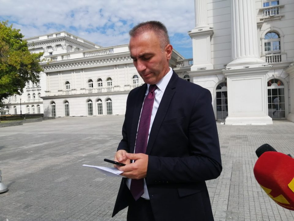 Grubi tells Albanians who renounced their Macedonian citizenship that they can still register in the census