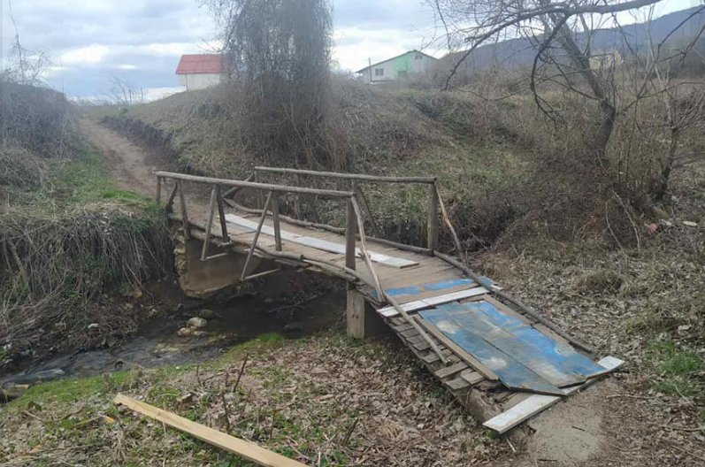 Infrastructure win in Bitola – rotting wooden bridge gets new planks