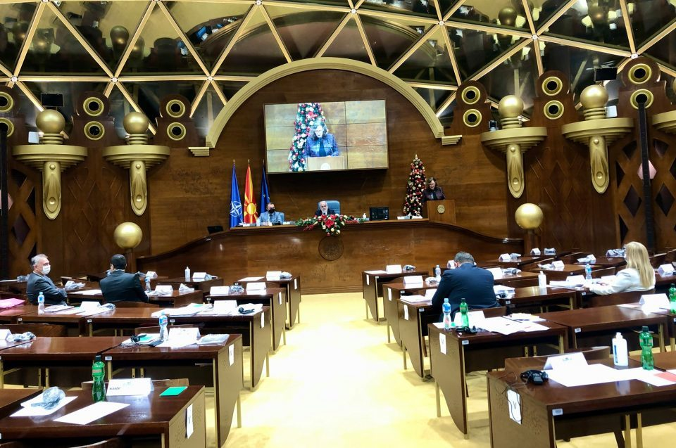 One day after confirming Zaev's cabinet, the ruling majority was again unable to find quorum to hold a Parliament session