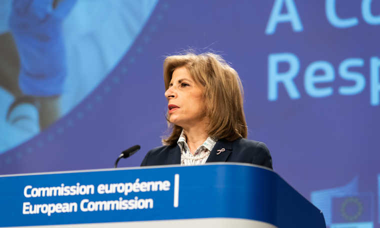 V4: When will EU Health Commissioner resign because of the unfavourable vaccine contracts?