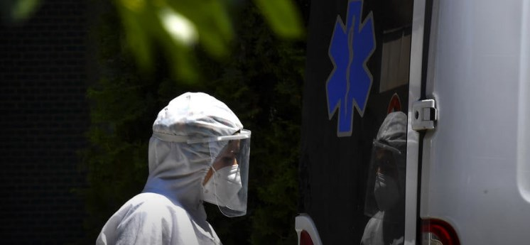 Infected members of Parliament who came to vote in biohazard suits violated the law