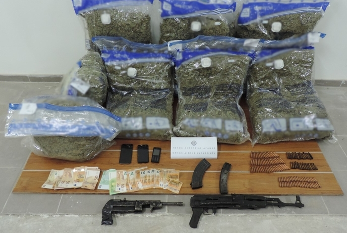 Greek police arrests three smugglers who were transporting marijuana and guns from Macedonia