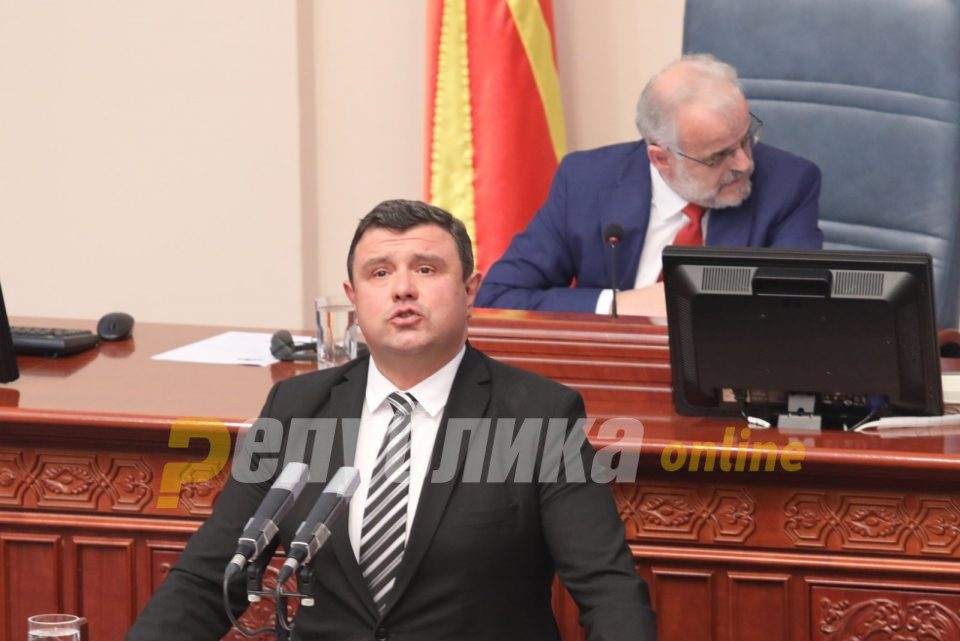 Micevski on the SDSM MP in Covid-19 isolation clothing: Such protocol doesn't exist, laws apply to all citizens