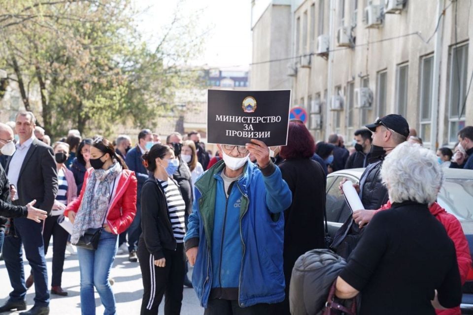 LIVE STREAM: Protest in front of the Ministry of Health building