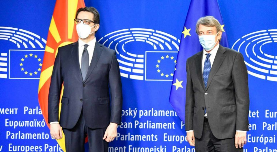 Pendarovski meets top EU officials, says Macedonia is ready to resume talks with Bulgaria any time