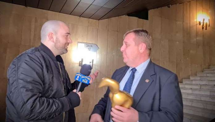 "Karakacanov given the ""Golden Skunk"" award for losing the elections"