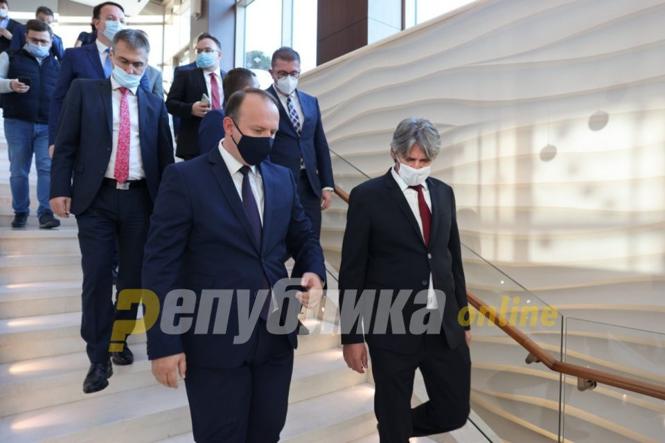 Albanian opposition parties withdraw their blockade of the economic stimulus package