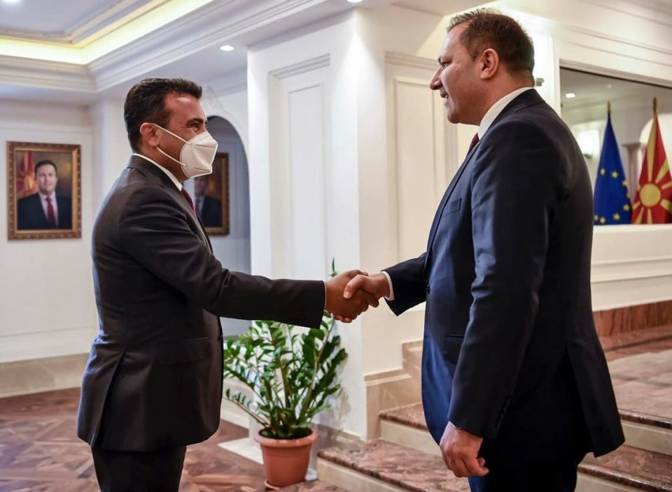 Zaev stands by Interior Minister Spasovski and coalition partners who issued passports to and met with regional mob bosses