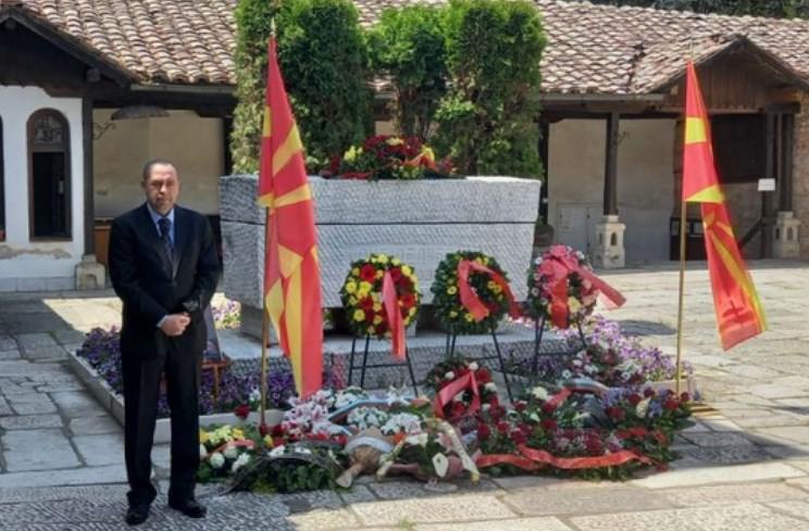 Bulgaria's Ambassador pays respects at Goce Delcev's tomb, Macedonian top leaders only mentioned him on Facebook and Twitter