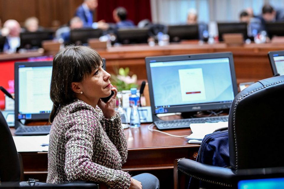 VMRO-DPMNE: Mila Carovska implements changes by force, students want printed textbooks