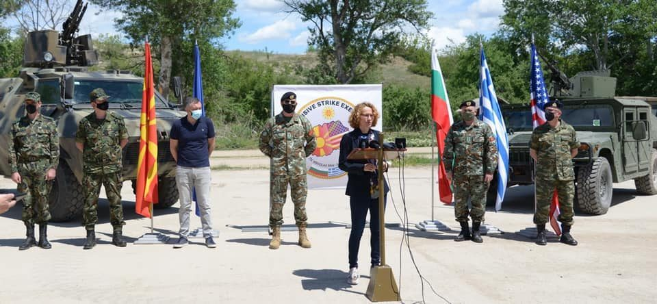 Defense Minister Sekerinska used three helicopters to transport journalists to a press briefing