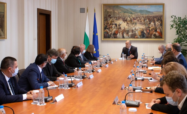 Radev meets newly elected Constitutional Court president Kacarska and constitutional judges in Sofia