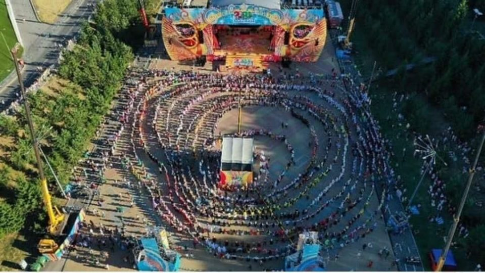 Macedonian dancers joined in the Guinness record for the longest horo