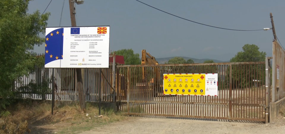 Citizens of Bardovci protest the construction of a migrant center