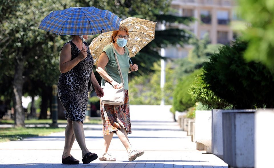 Companies told to exempt pregnant women and the elderly from work because of the heatwave