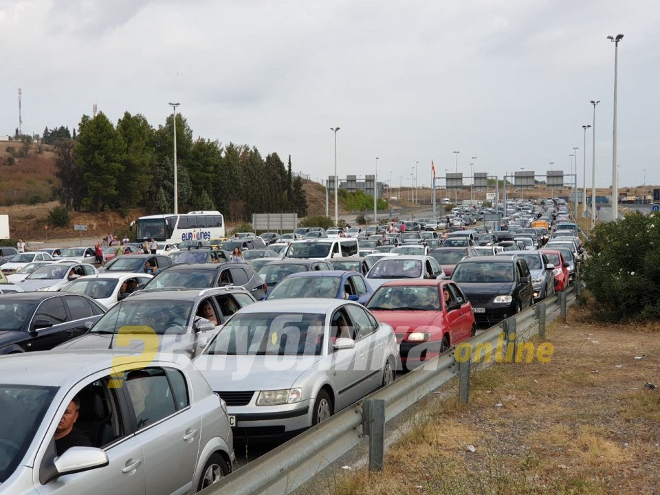Wait time of up to one hour is reported at Bogorodica border crossing