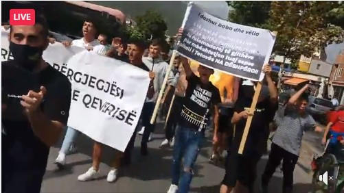 People throw eggs at the building of the Municipality of Tetovo, demand the resignation of the mayor and the Government