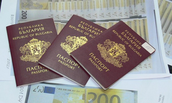 Before obtaining a Bulgarian passport, Macedonians certify statements declaring their Macedonian nationality