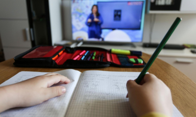 Classes in corona hit Tetovo and Gostivar will continue to be held online for one more week