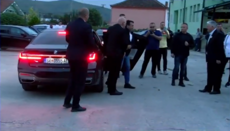 Zaev appears at Demir Hisar rally with the latest BMW model